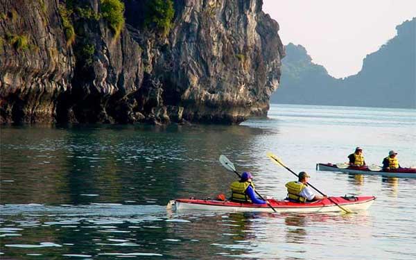 Kayaking-HalongBay